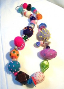Felt_and_bead_necklace1305208676_6574