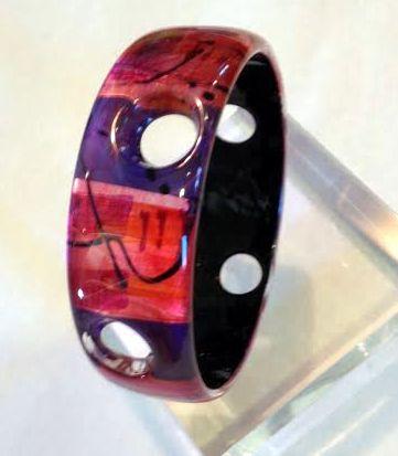 Acrylic bangle in fuchsia pink