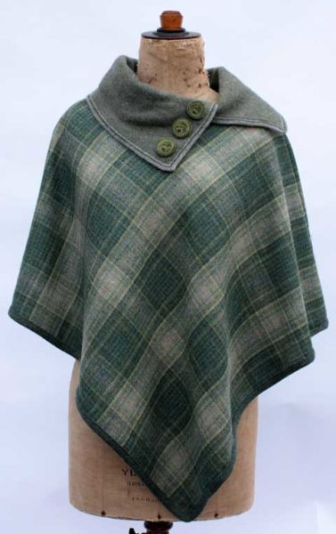 Tweed Throw with Knitted Collar in Landscape