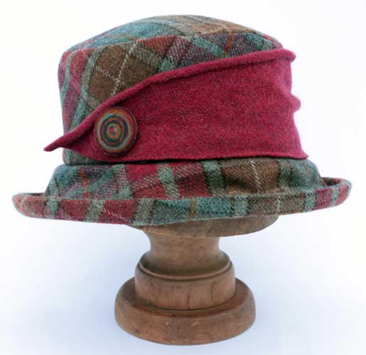 Tweed hat with knitted trim in Quince