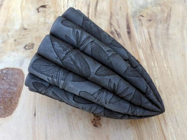 Ceramic Dark Leaf Pod