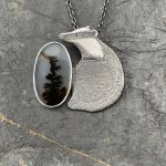 Badger with black diamond eye and Dendritic Agate